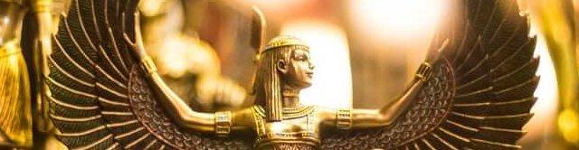 Bewerkte foto van de godin Isis, van Color Crescent, unsplashfoto's